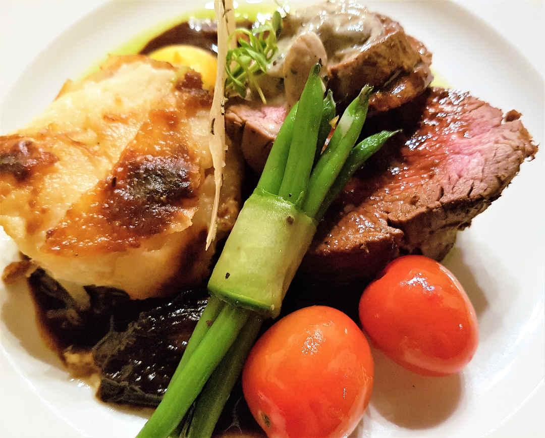 Beef filet and asparagus
