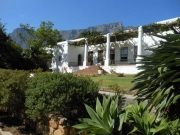 Welgemeend Manor House with Table Mountain in the background